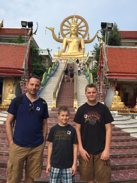 Exploring the temples of Koh Samui